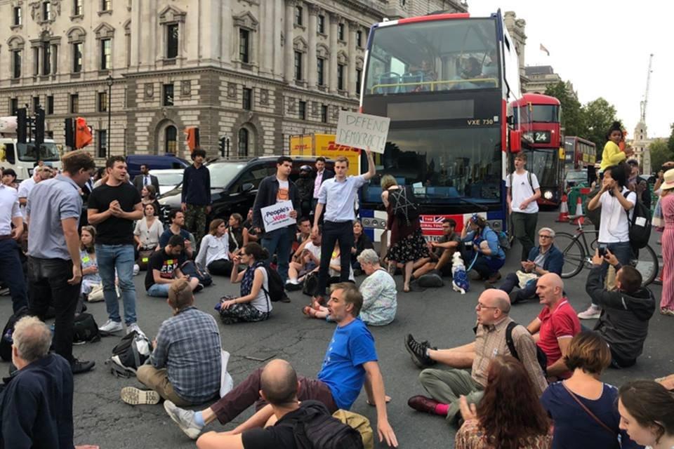 Suspensão do Parlamento britânico gera protestos no Reino Unido