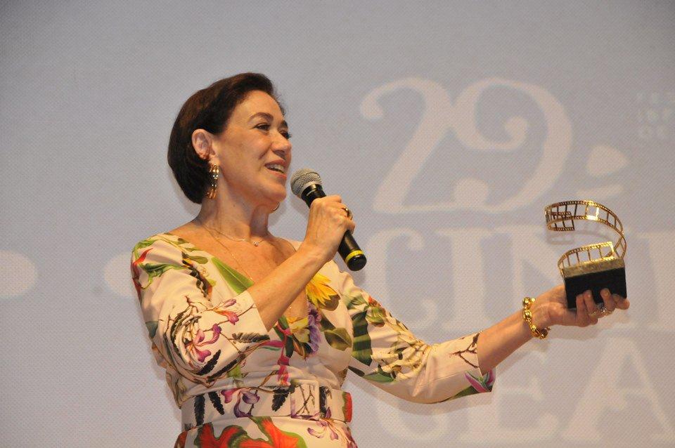 Cine Ceará 2019: Lilia Cabral é homenageada na segunda noite