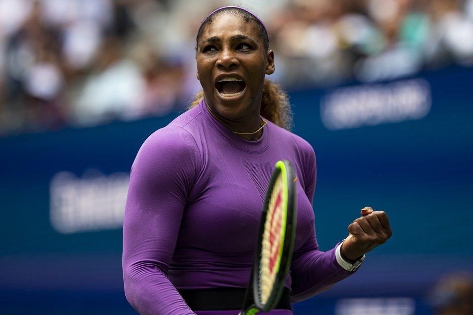 Mesmo com torção no tornozelo, Serena Williams avança no US Open