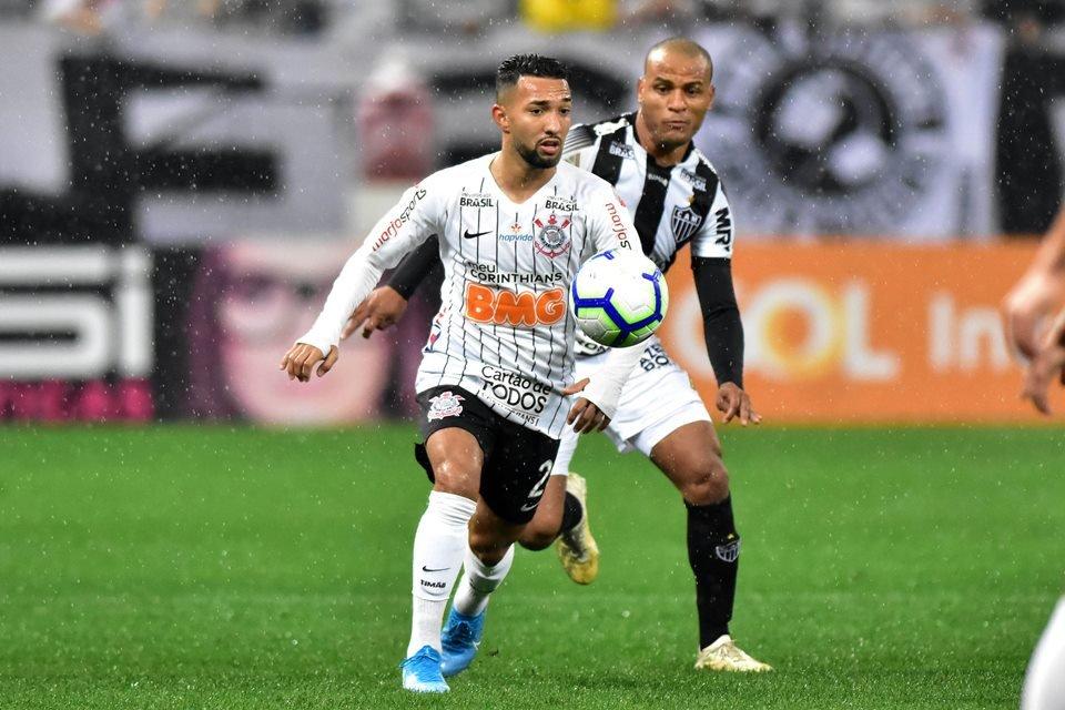 Corinthians e Atlético-MG fazem jogo movimentado e Timão vence no fim