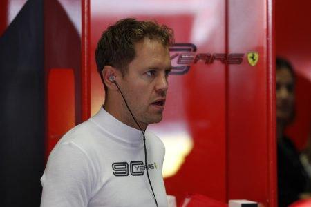 Vettel no box da Ferrari
