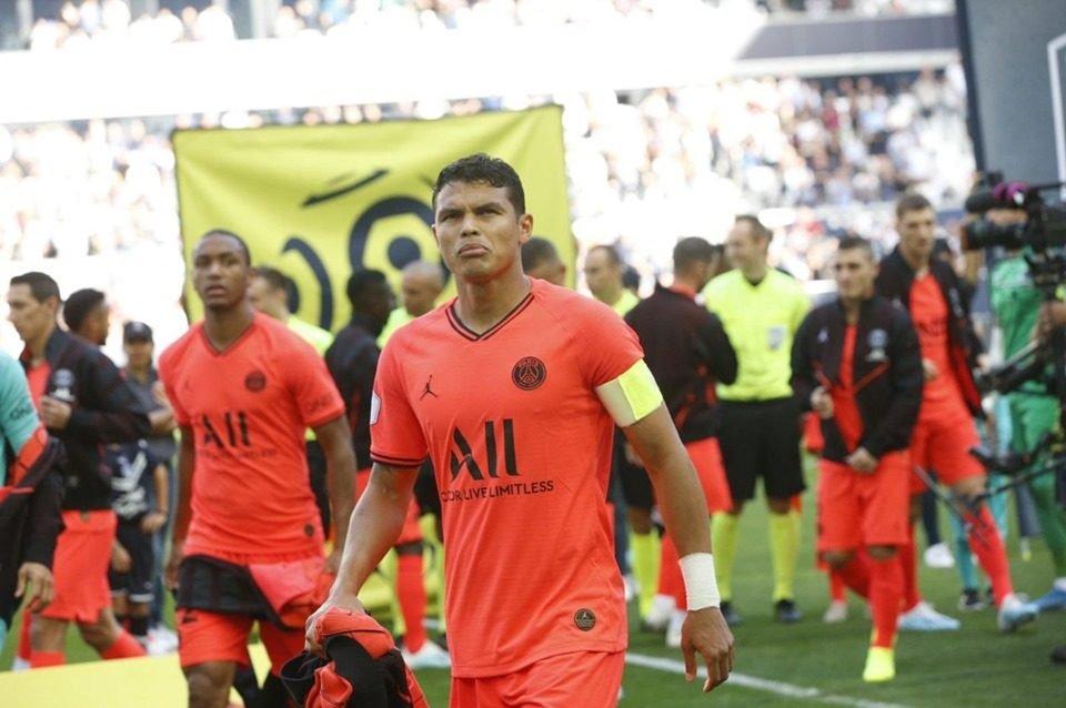 Thiago Silva com a braçadeira de capitão do PSG