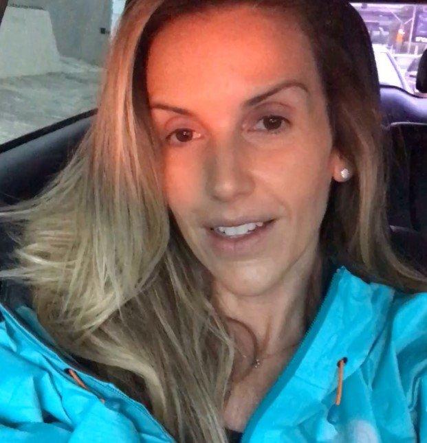 Mariana Ferrão de casaco azul