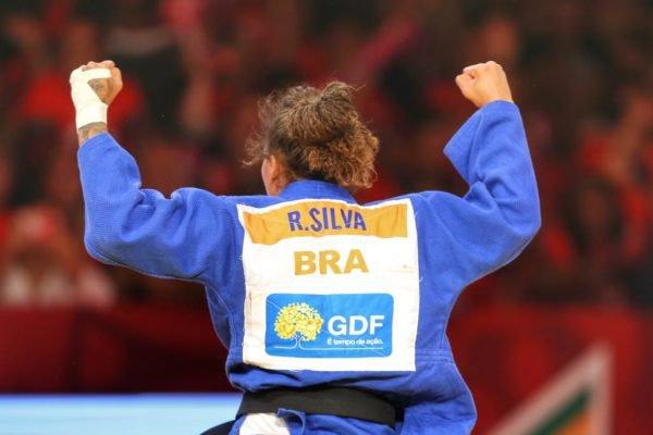 Judoca Rafaela Silva comemora vitória no Grand Slam de Brasília