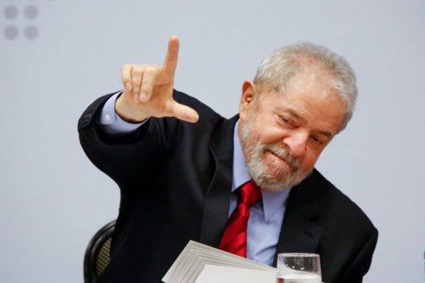 Acabou trocando lua por Lula
