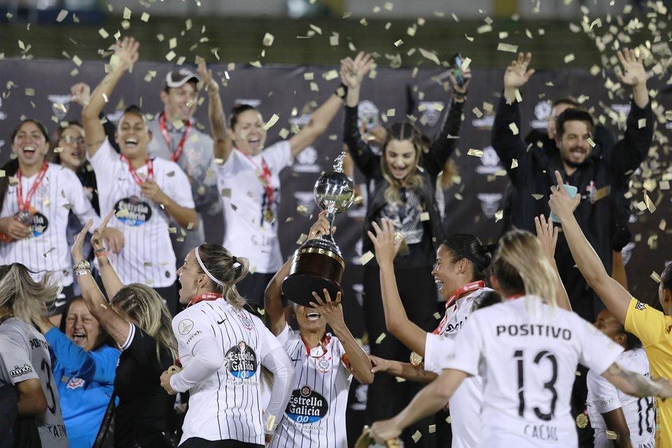 Corinthians é Xingado Após Defender O Time Feminino Hipócrita