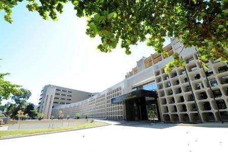fachada edifício branco em Goiânia