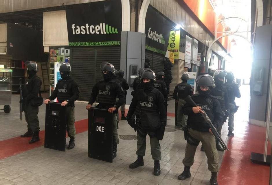 Resultado de imagem para Polícia Civil apreende 5 toneladas de produtos falsificados na Feira dos Importados, no DF