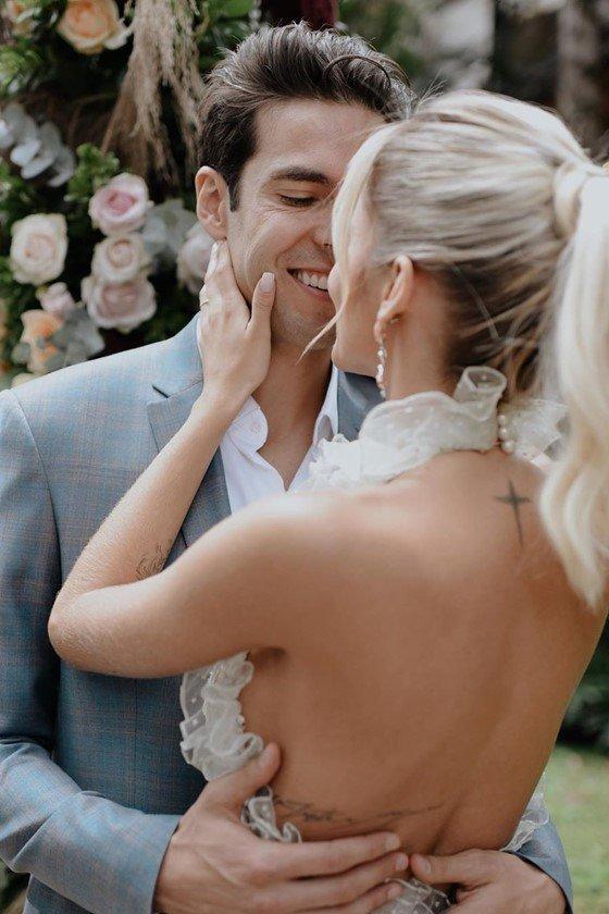 Resultado de imagem para Carol Dias e Kaká se casam na Bahia