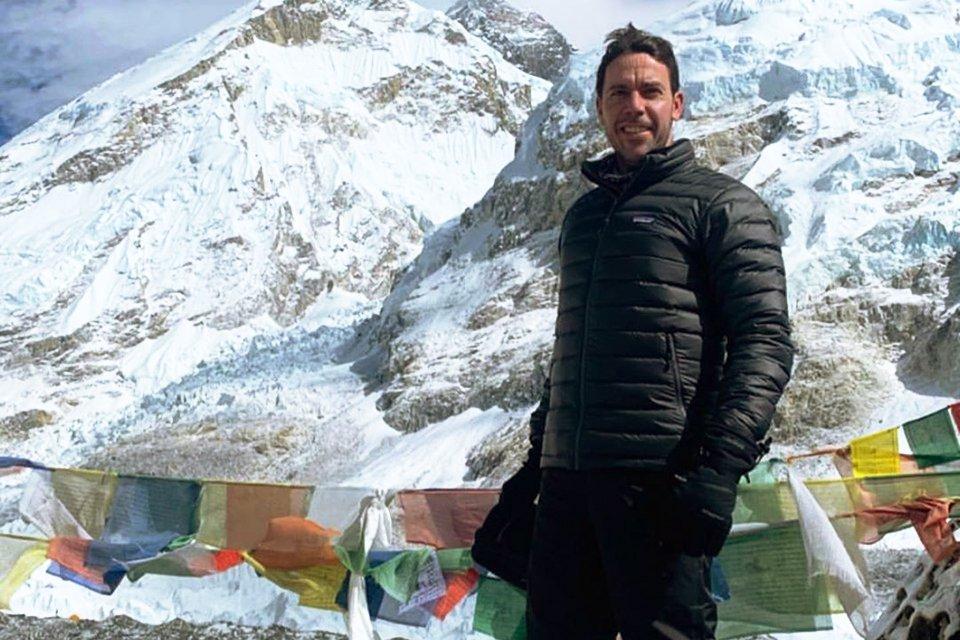 Em seu primeiro desafio de escalada, Leandro conta as adversidades enfrentadas para subir a montanha mais alta do mundo. Veja fotos e vídeos