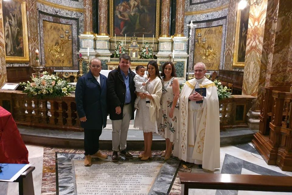 Resultado de imagem para Filho mais novo do governador Ibaneis Rocha é batizado em igreja de Roma