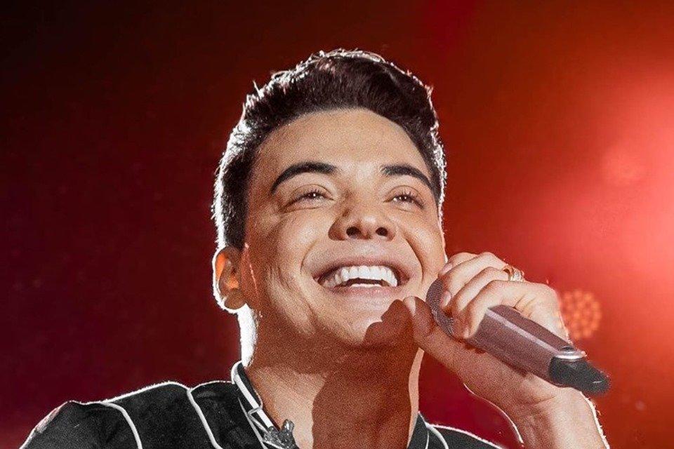 Wesley Safadão cantando
