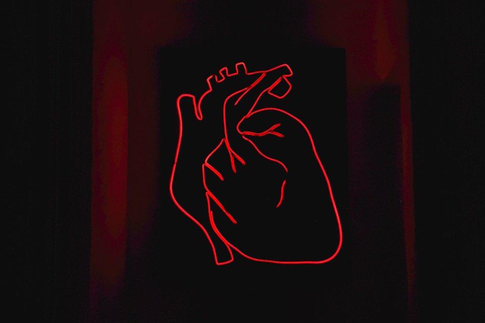 coração em fundo preto