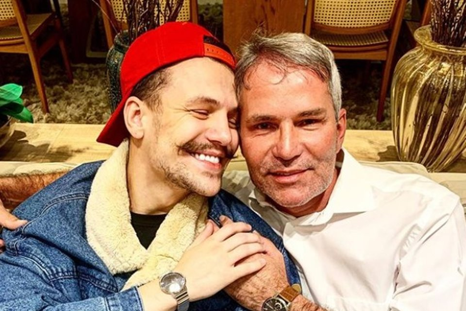 Saulo Poncio junto com Marcio, pai do cantor