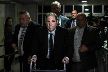 Harvey Weinstein chegando em julgamento