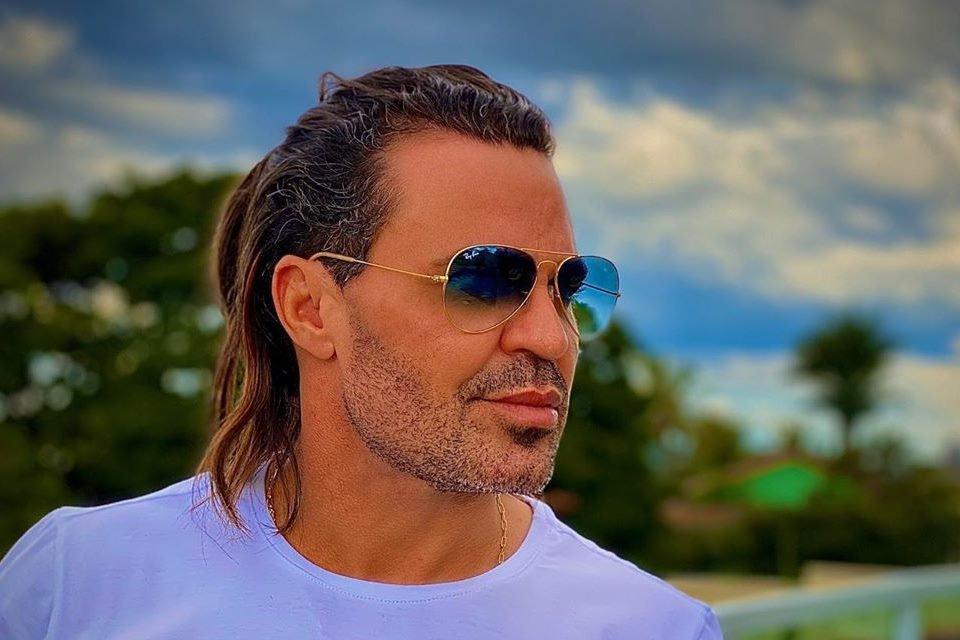 Eduardo Costa coloca sua mansão à venda por mais de R$ 11 milhões