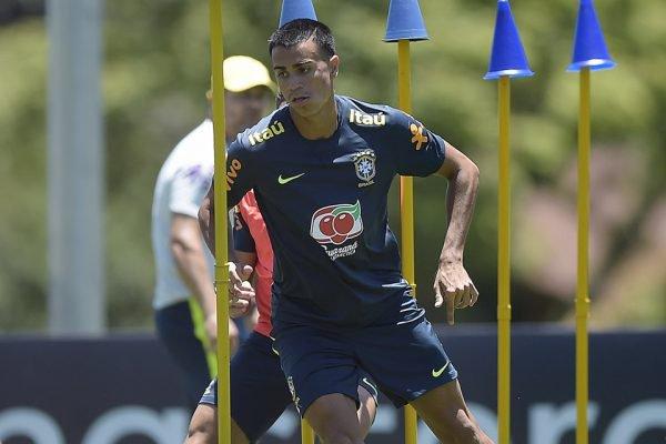 Reinier com a camisa da Seleção Brasileira