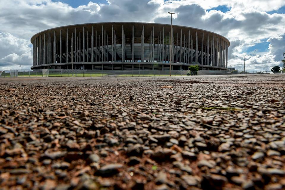 Estádio Mané Garrincha visto do lado de fora