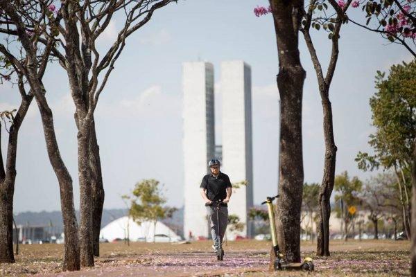 Brasília (DF), 05/07/19. Especial patinete elétrico - Brasília. Gustavo Toncovitch possui patinete eletrico. Ele usa o metro e depois o patinete para ir ao trabalho, no Senado. Foto: Rafaela Felicciano/Metrópoles