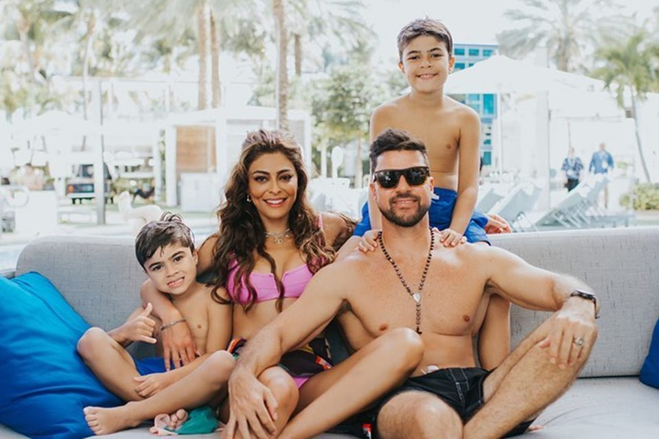 Juliana Paes, Carlos Eduardo Baptista e os filhos, Antônio e Pedro