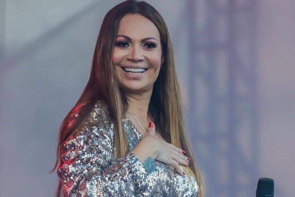 Veja ao vivo a live com show de Solange Almeida 1