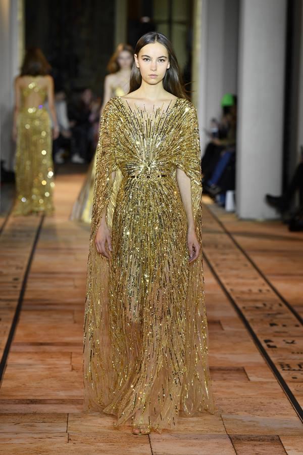 Look dourado da marca Zuhair Murad