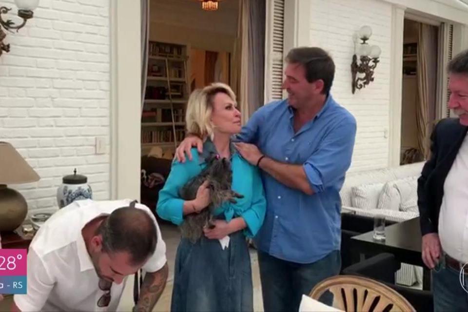 Resultado de imagem para Ana Maria Braga se casa com o namorado Johnny Lucet em cerimônia íntima