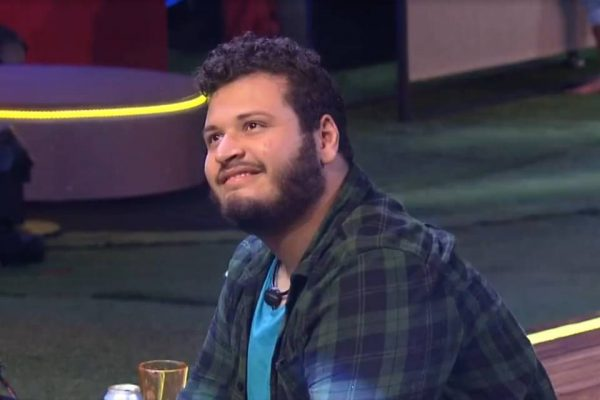 Victor Hubo BBB20 sorrindo