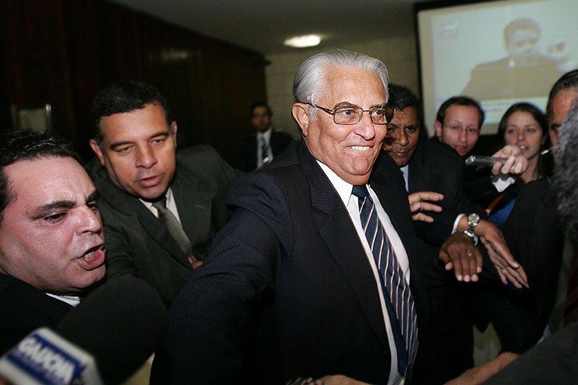 Joaquim Roriz deixa o Senado Federal