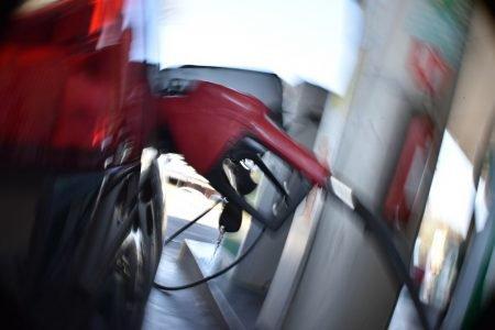 Carro durante abastecimento em posto do Distrito Federal