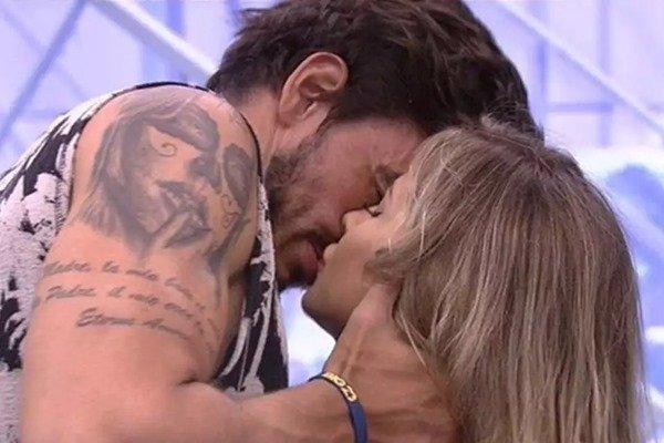 Guilherme beijando gabi no bbb20