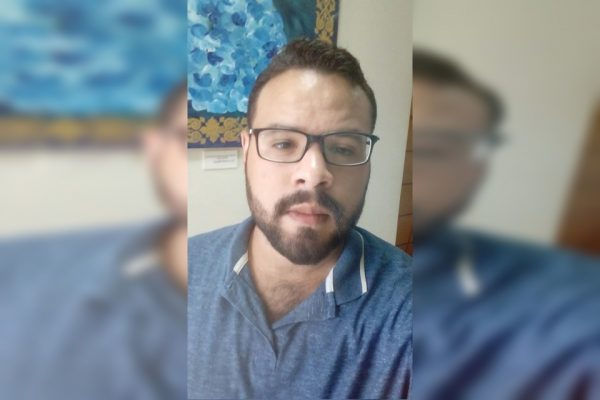 Professor Hebert foi assassinado em parada de ônibus no Pistão Sul