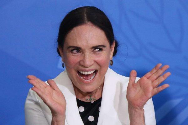 Regina Duarte toma posse na Secretaria Especial da Cultura