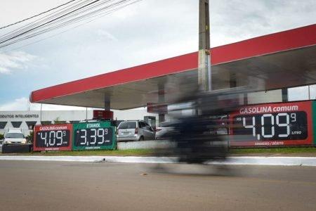 Gasolina a R$ 4,09 no Posto V-Tex do Riacho Fundo