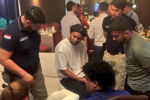 Ronaldinho é deito no Paraguai