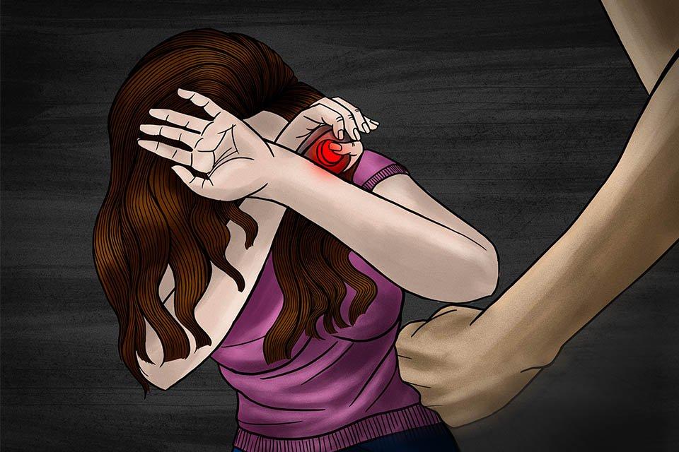 ilustração de mulher sendo ameaçada e com botão do pânico na mão