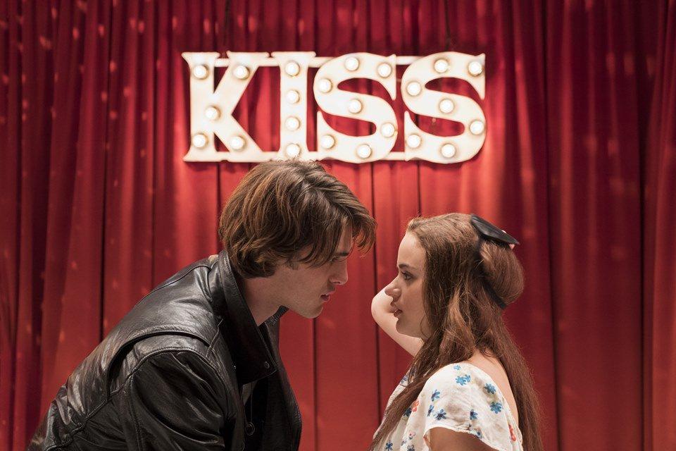Elle Evans e Noah Flynn em A Barraca do Beijo