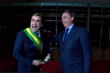 Presidente Boslonaro dá entrevista ao humorista Carioca