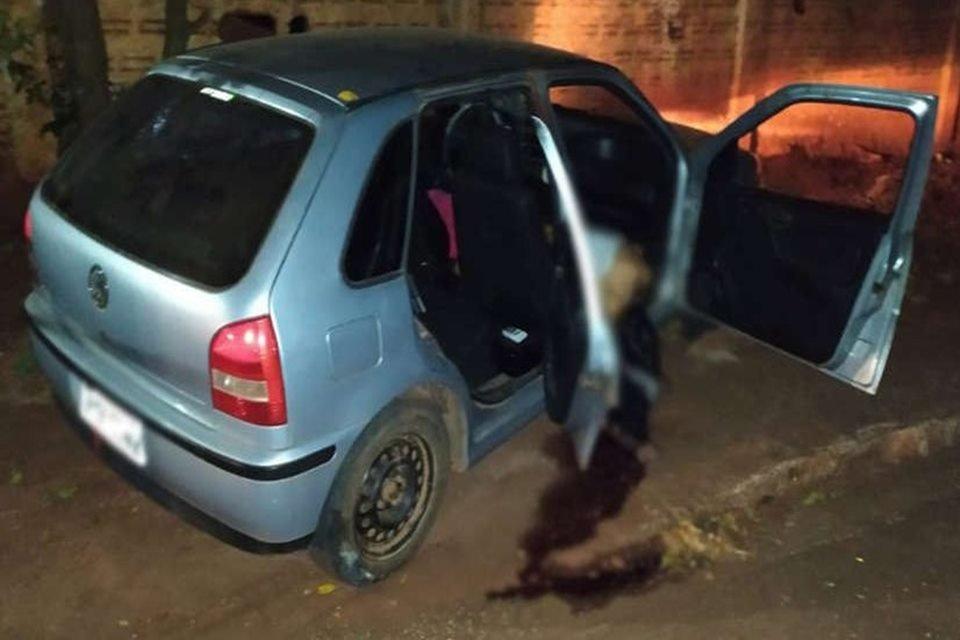 O carro em que os jovens foram atingidos era um gol prata