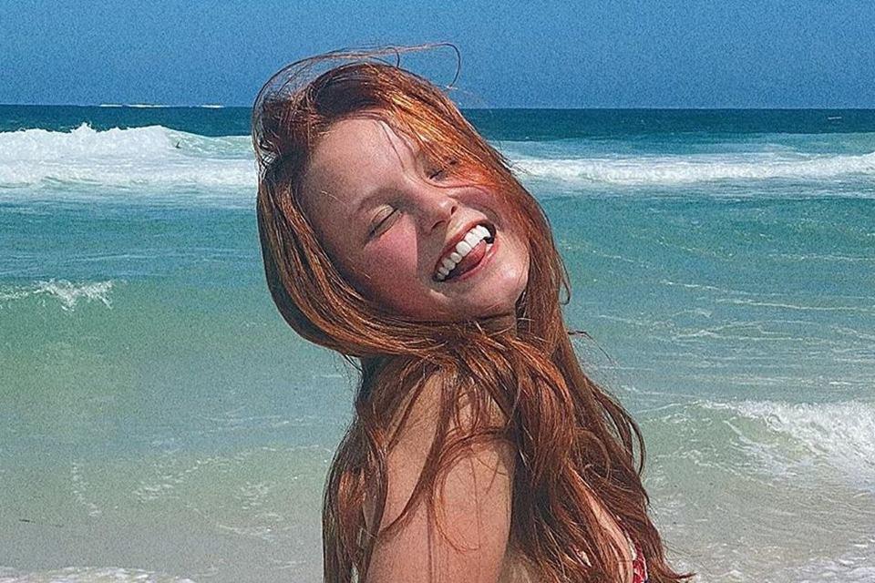 Larissa Manoela na praia
