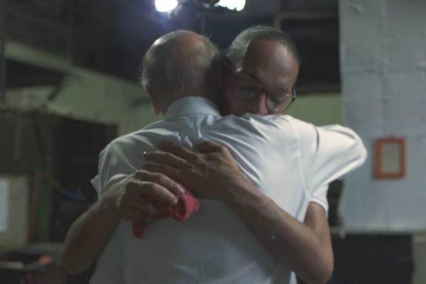 Suzy de Oliveira abraça Dráuzio Varella