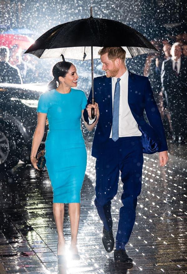 Meghan Markle de vestido azul