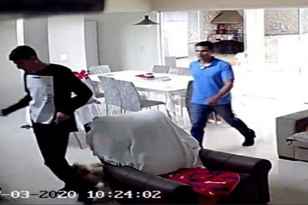 Suspeitos dentro de casa furtada em Samambaia