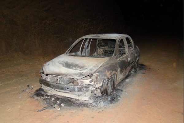 Corpo de professora é encontrado dentro de carro carbonizado