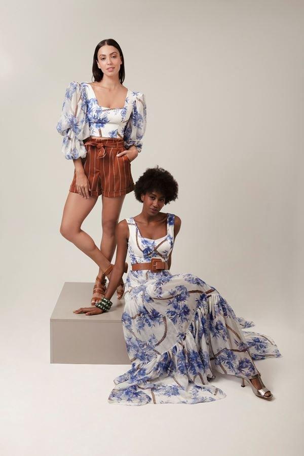 Mulheres com roupas florais