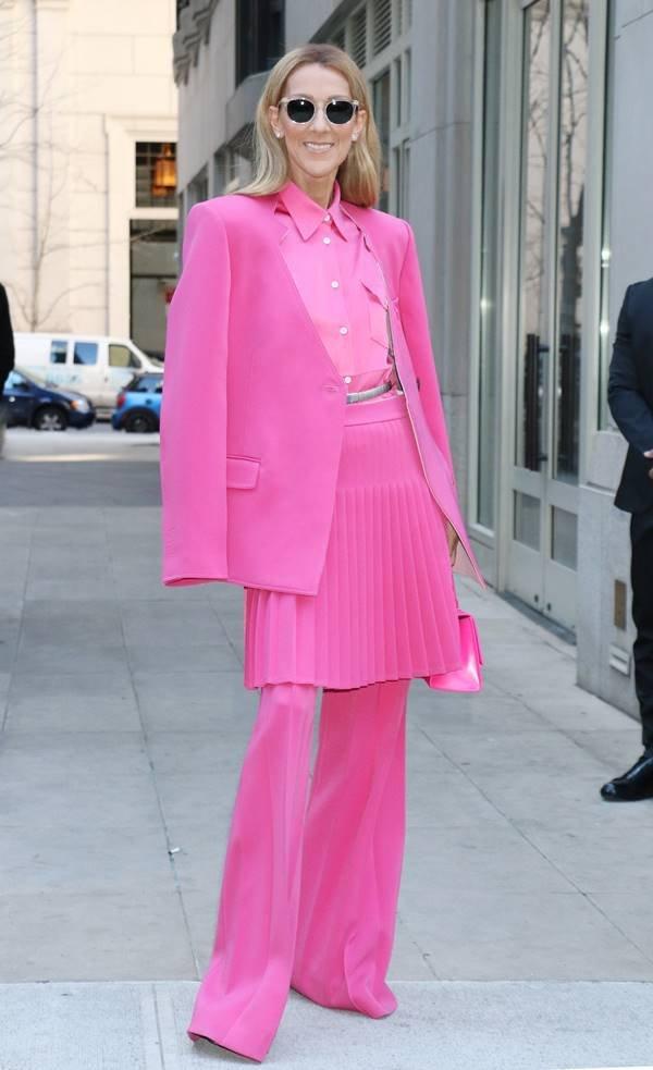 Céline Dion vestindo conjunto da marca Peter Do