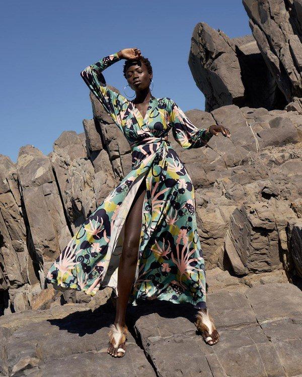 Modelo com vestido da Sindiso Khumalo