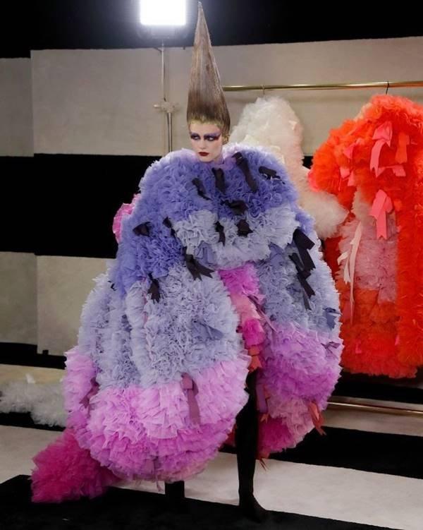 Vestido do estilista Tomo Koizumi