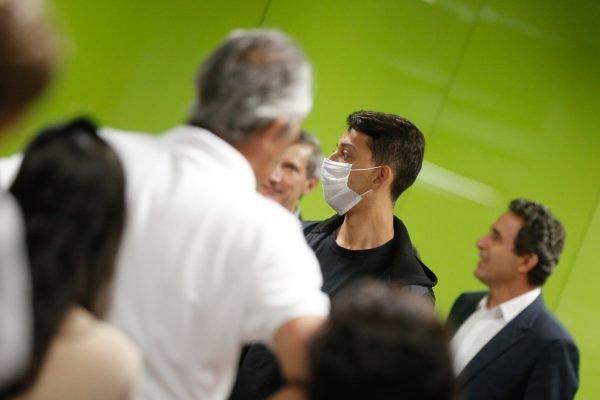 Movimentação de passageiros com mascaras respiratórias no Aeroporto de Brasília