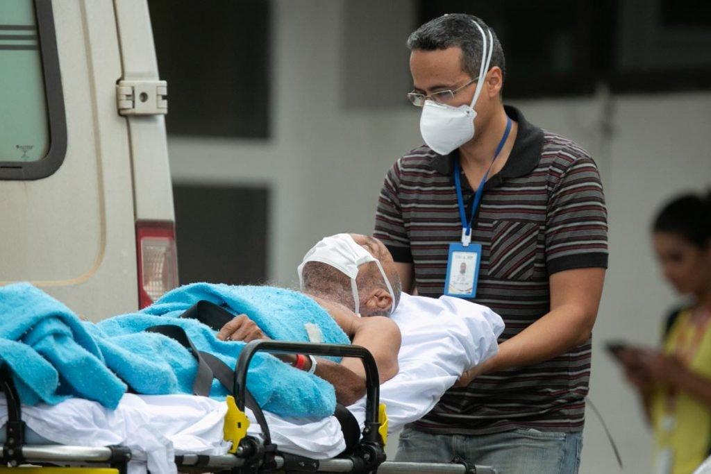 Funcionários e pacientes do Hospital da Asa Norte se protegem do coronavirus com mascaras respiratórias